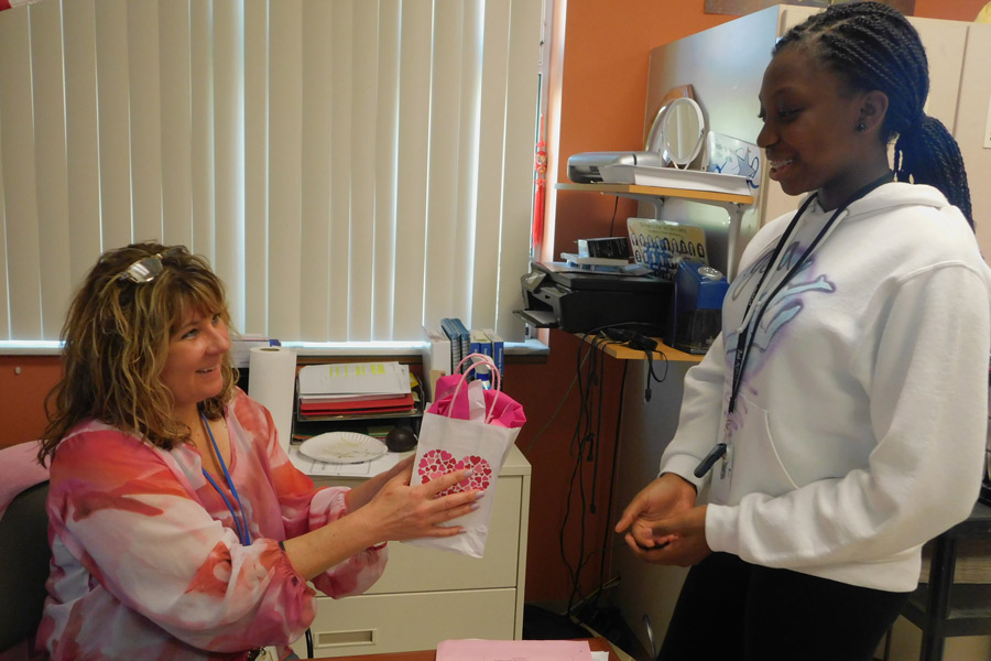 In+honor+of+teacher+appreciation+week%2C+Angela+Johnson+gives+a+gift+bag+full+of+goodies+to+her+first+period+civics+teacher%2C+Lisa+Munns.+National+Teacher+Day+was+celebrated+across+the+country+on+Tuesday%2C+May+8.+%E2%80%9CThe+best+part+%5Babout+Teacher+Appreciation+Week%5D+is+being+recognized+by+the+school%2C+students%2C+and+all+the+local+businesses%2C%E2%80%9D+Munns+said.