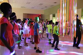 Strings holds Glow Party fundraiser for field trip