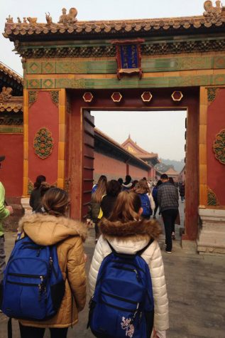Student tour cultural, historic landmarks in China